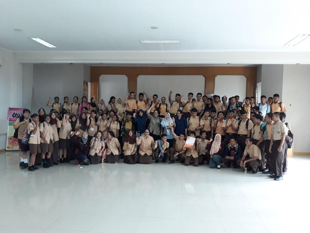 <p>Sosialisai STIMIK Sepuluh Nopember di SMK Negeri 1 Jayapura</p>